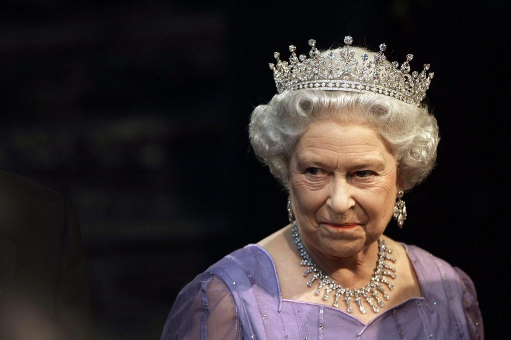 Un'immagine d'archivio della regina Elisabetta II. ANSA / MICHAEL KAPPELER