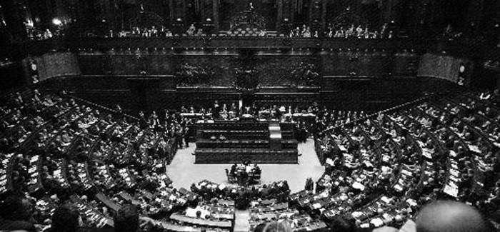 Un mezzo colpo di stato parte 2 tra il cuore e la for Storia del parlamento italiano