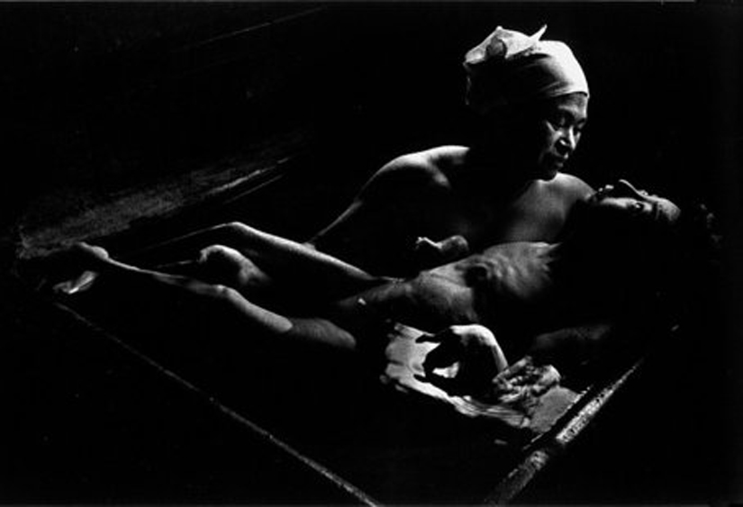 http://www.documentingmedicine.com/wp-content/uploads/2011/10/williameugenesmith1971minamata.jpg - Minamata