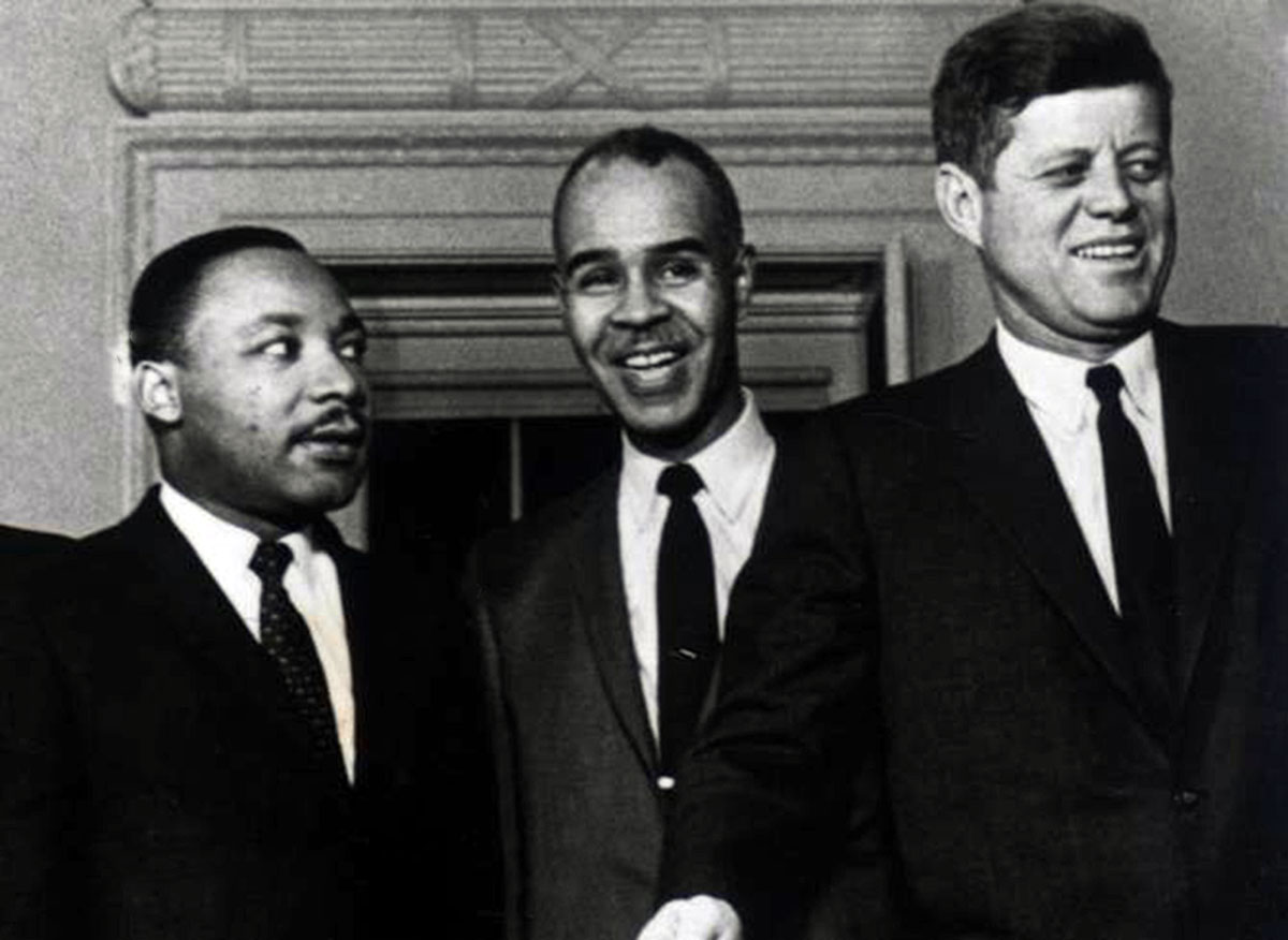 http://4.bp.blogspot.com/-DpDsS8N8C6A/UiGWbJ_P7yI/AAAAAAAAYrs/auWd3sqye5c/s1600/Martin-Luther-King-with-Roy-Wilkins-with-President-Kennedy-Oval-Office.jpg