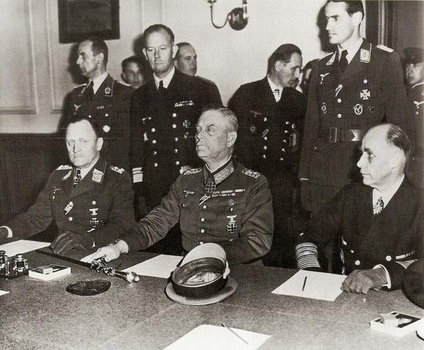 http://a402.idata.over-blog.com/599x494/1/15/66/74/seconda-guerra-mondiale/fine-guerra-Berlino-8-maggio-1945.jpg