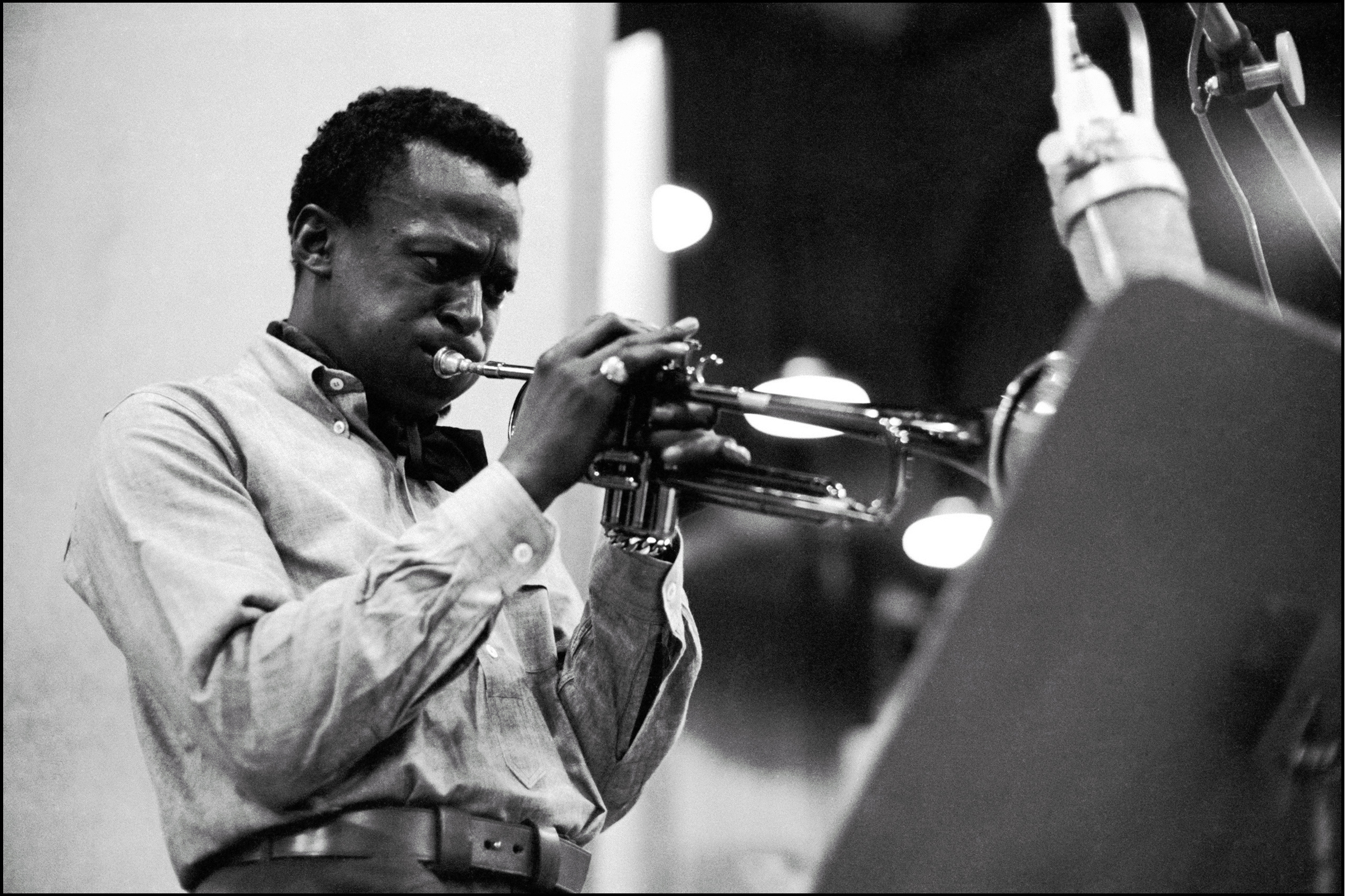 http://mediad.publicbroadcasting.net/p/kwgs/files/201405/miles-davis-photo.jpg