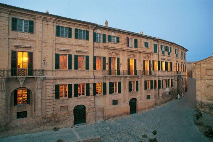 http://www.giacomoleopardi.it/wp-content/uploads/2014/05/palazzo.jpg