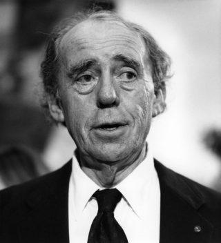 Heinrich Boell *21.12.1917-16.07.1985+ Schriftsteller; D PortrÑt - 1983